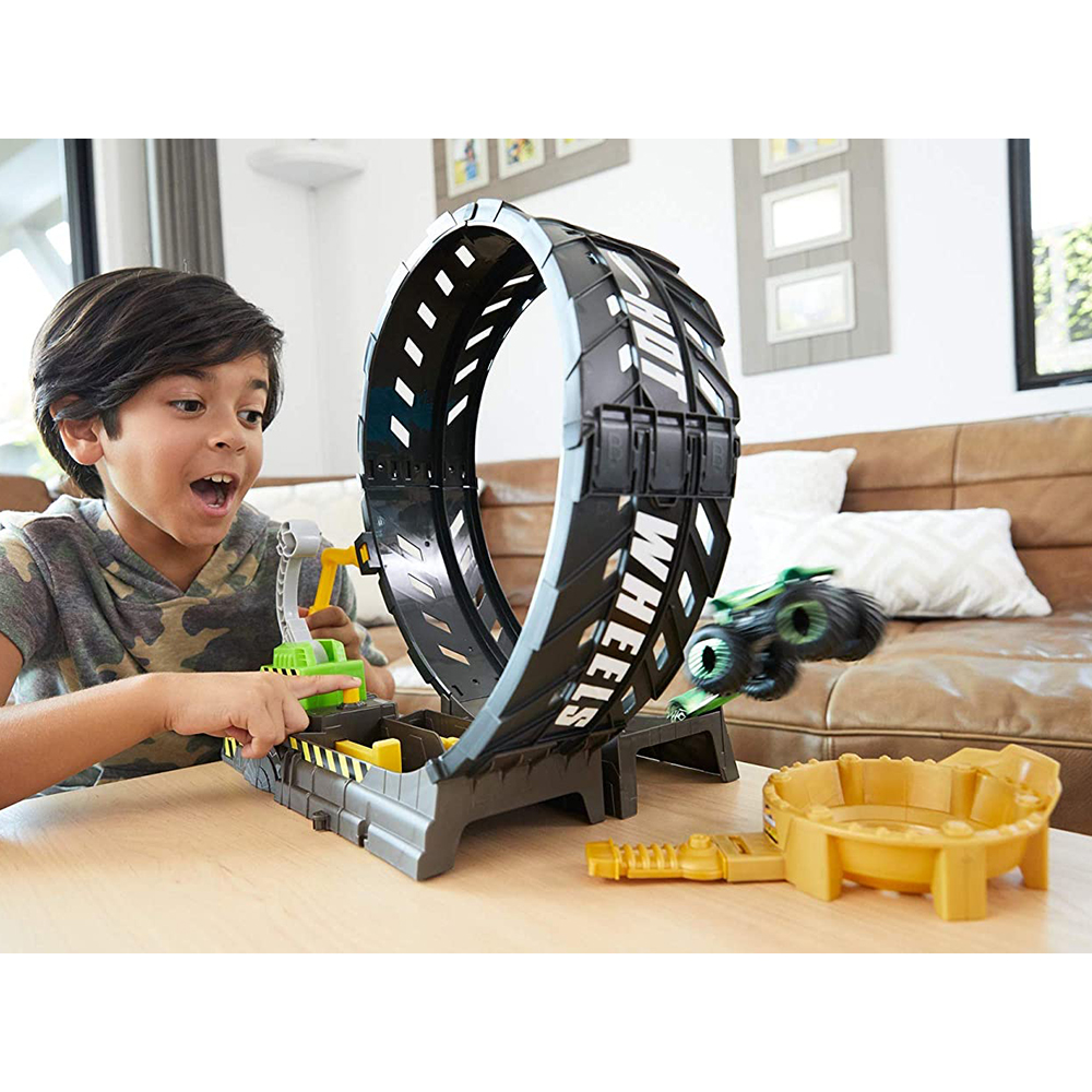 Picture of Hot Wheels Monster Trucks Epic Loop Challenge Playset