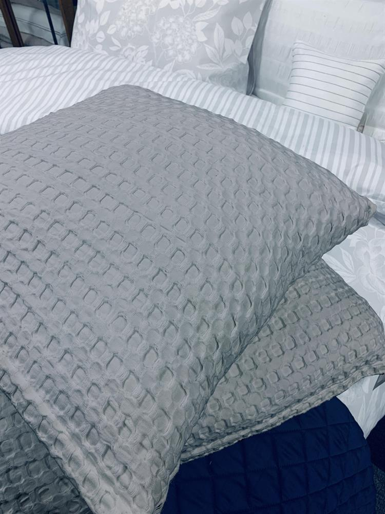 Picture of Hotel Collections: Waffle Cushion - Grey