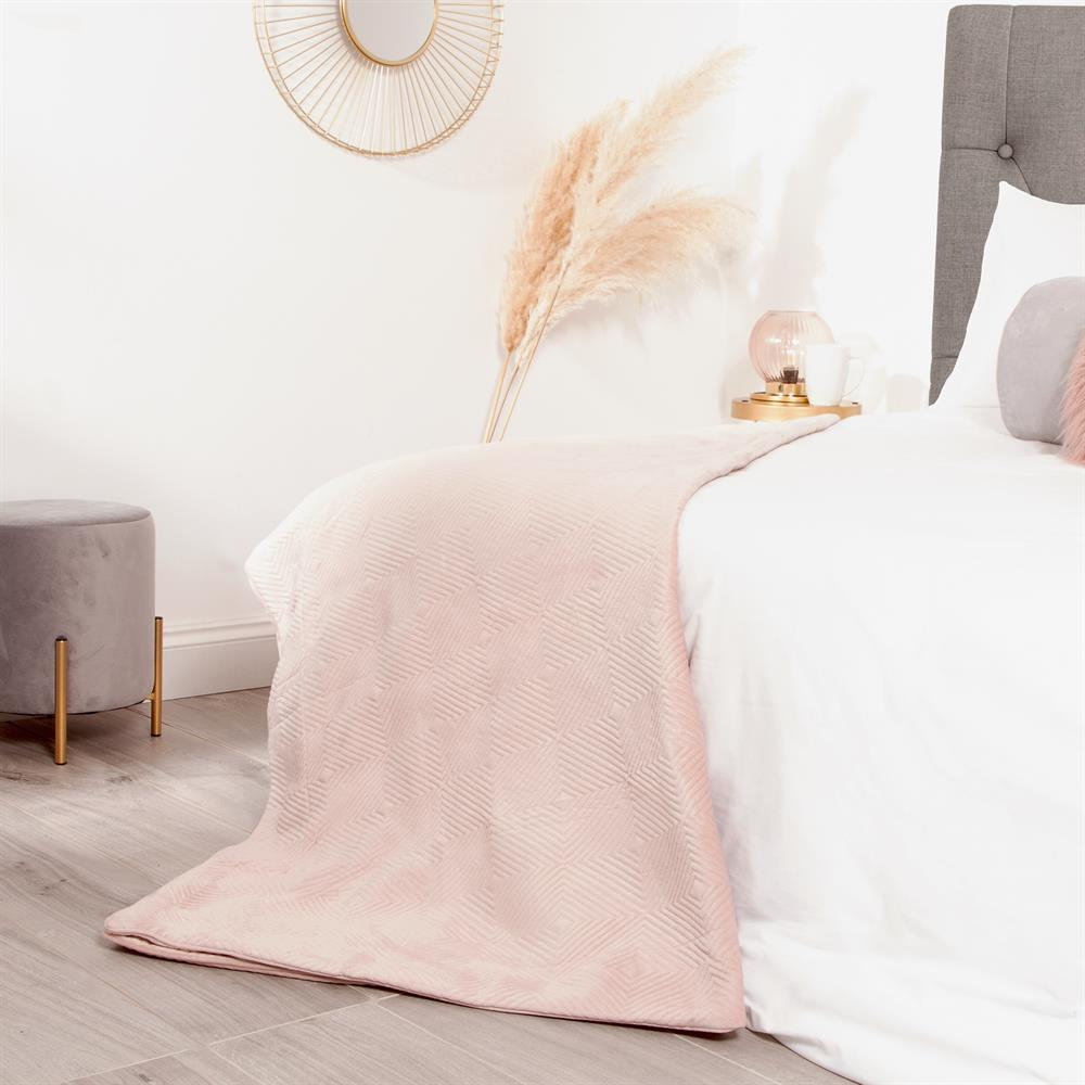 Picture of Home Collections: Pinsonic Velvet Throw - Pink