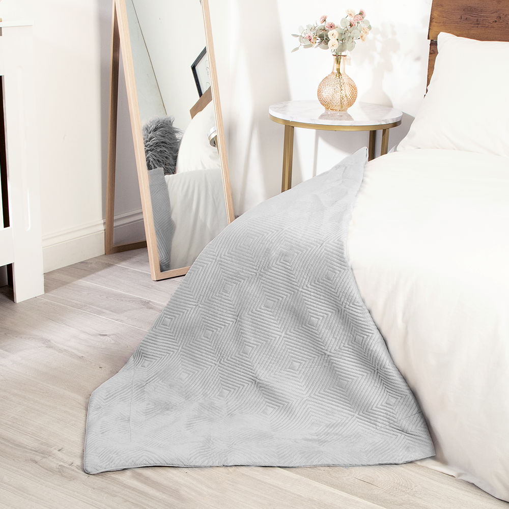 Picture of Home Collections: Pinsonic Velvet Throw - Silver
