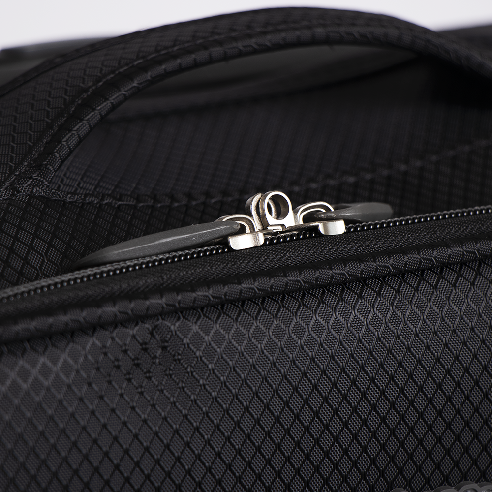 Picture of Light Luggage: Ultra Light Suitcase (Black)